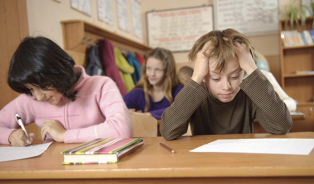 Trẻ tăng động giảm chú ý thường khó tập trung trong học tập